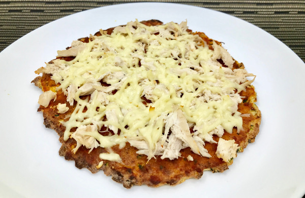 Pizza de Pollo en masa de Zucchini y Almendras
